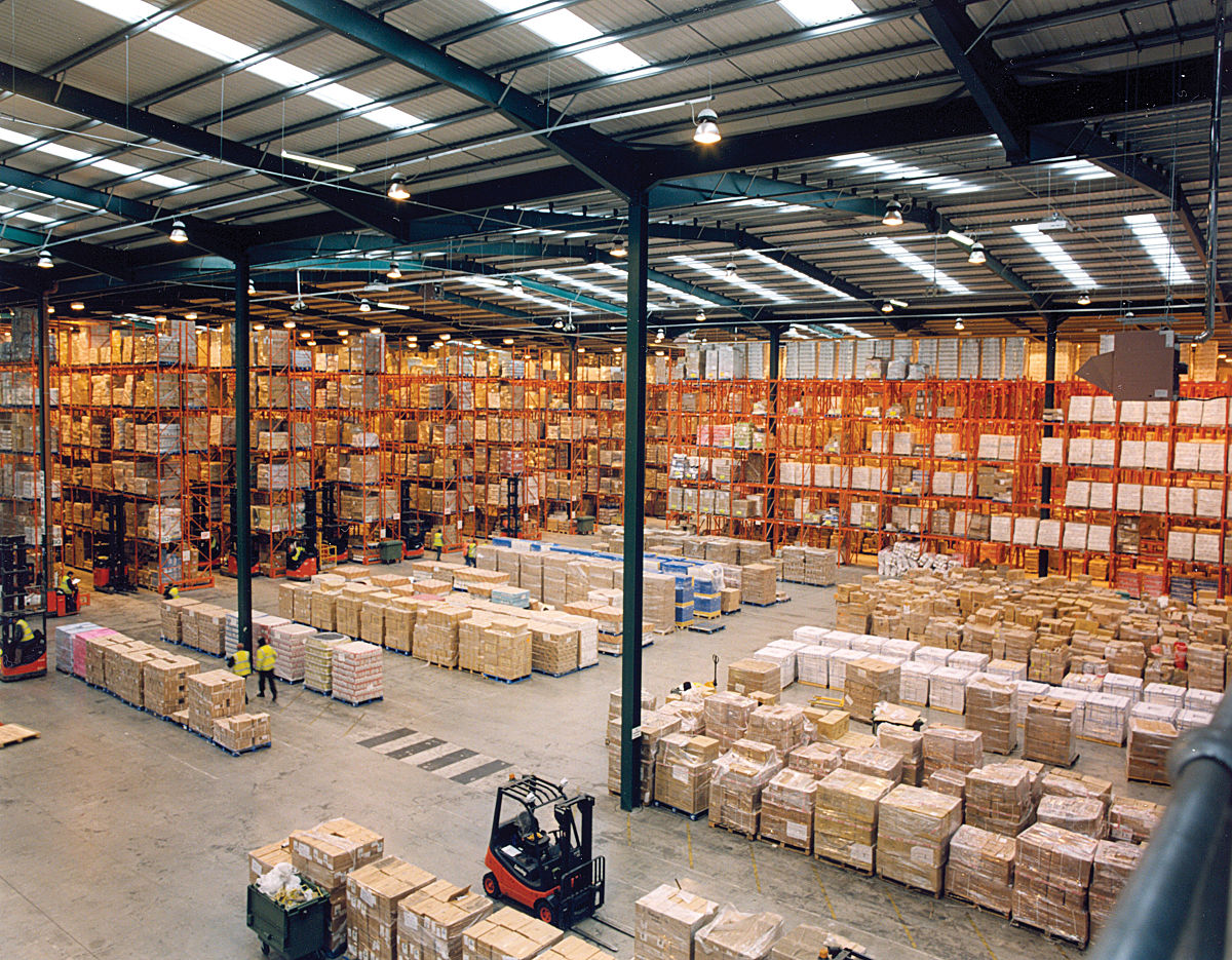 1200px-modern_warehouse_with_pallet_rack_storage_system